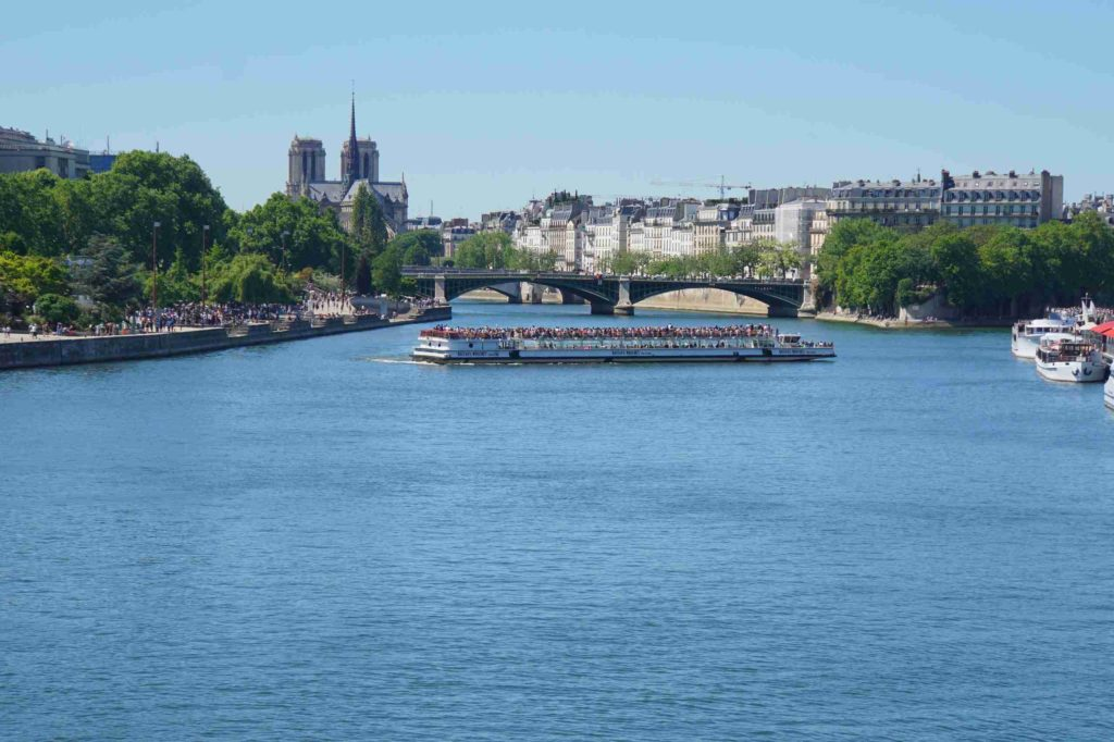 какая река протекает через париж