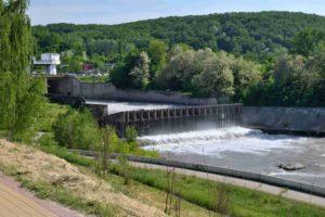 ГЭС на реке белая