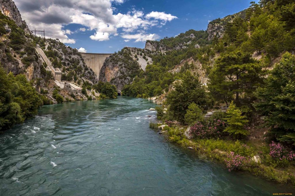 Дамба на реке в Турции