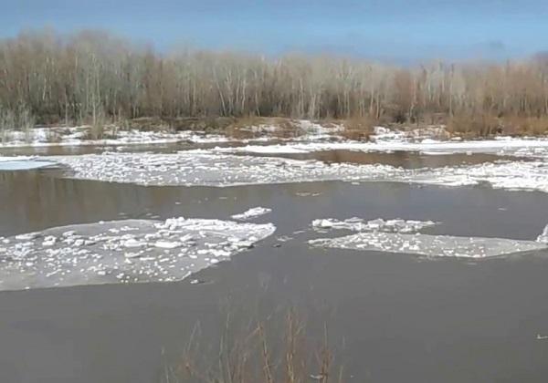 Ледоход на реке Урал