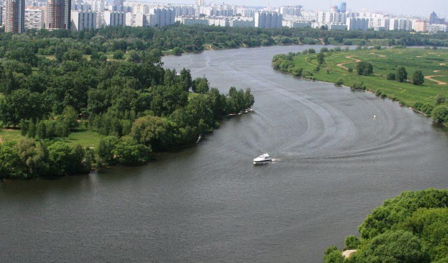 на катере по-Москва-реке