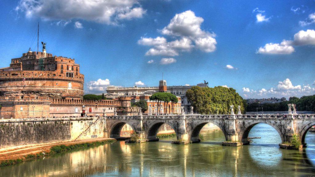 Река в Риме Тибр