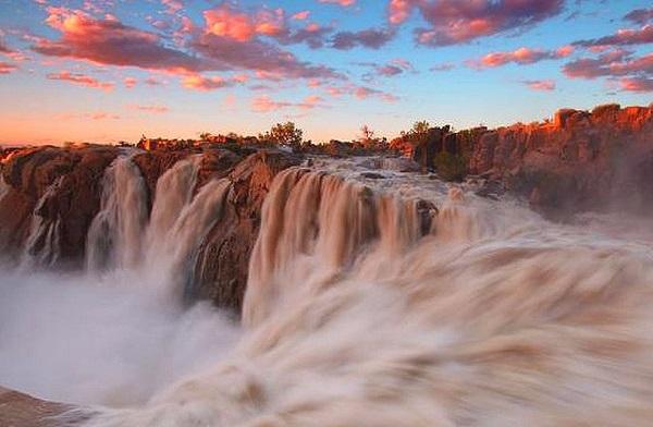 Водопад Ауграбис на реке Оранжевая.