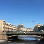 Мост поцелуев на реке Мойка в Санкт-Петербурге