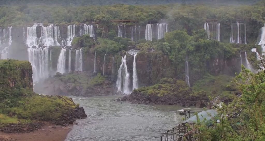 Водопад Игуасу на реке Парана