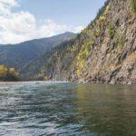 Река Ока протекающая в Иркутской области